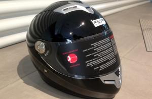Casco de moto Piaggio y antirrobo de disco