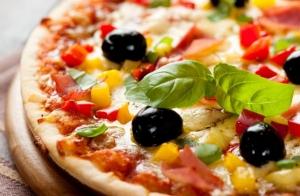 Pizza mediana para llevar con opción a dos bebidas