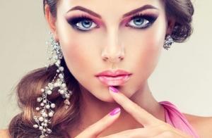 Tinte y permanente de pestañas + depilación de cejas + manicura